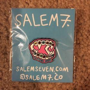 Salem7 Pin